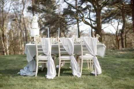 An Elegant Styled Bridal Shoot at Delamere Manor (c) Zehra Jagani (37)
