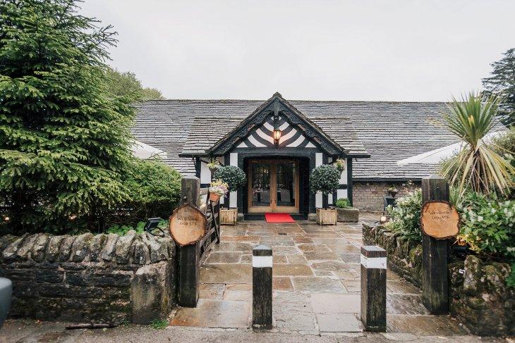A Pretty Wedding at Rivington Barn (c) Sarah Glynn Photography (25)
