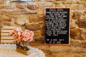 A Rustic Wedding at Three Hills Barn (c) Lauren McGuiness Photography (25)
