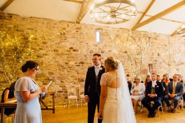 A Rustic Wedding at Three Hills Barn (c) Lauren McGuiness Photography (45)
