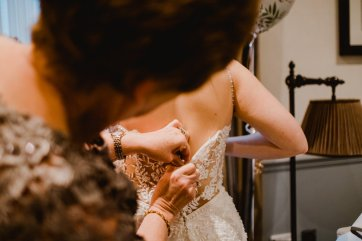 A Chic City Wedding at King Street Townhouse (c) Kate McCarthy (14)