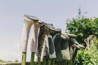 A Colourful Garden Wedding at Home (c) Lissa Alexandra Photography (6)