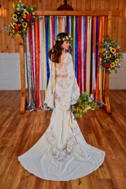 A Colourful Festival Wedding Shoot at The Wellbeing Farm (c) Jules Fortune Photography (15)