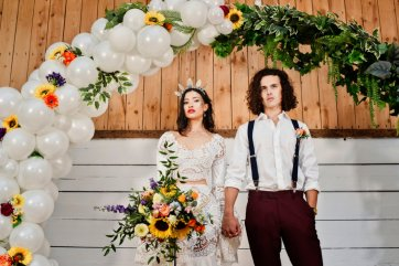 A Colourful Festival Wedding Shoot at The Wellbeing Farm (c) Jules Fortune Photography (19)