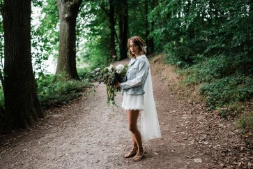 Waterside boho wedding shoot at Damflask Reservoir (c) Fox Moon Photography (17)