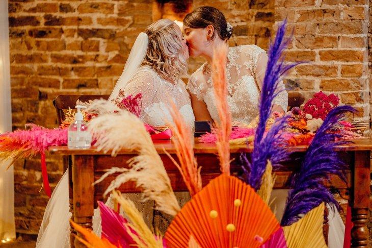 A Colourful Wedding at Barmbyfield Barns (c) Hamish Irvine Photographer (32)