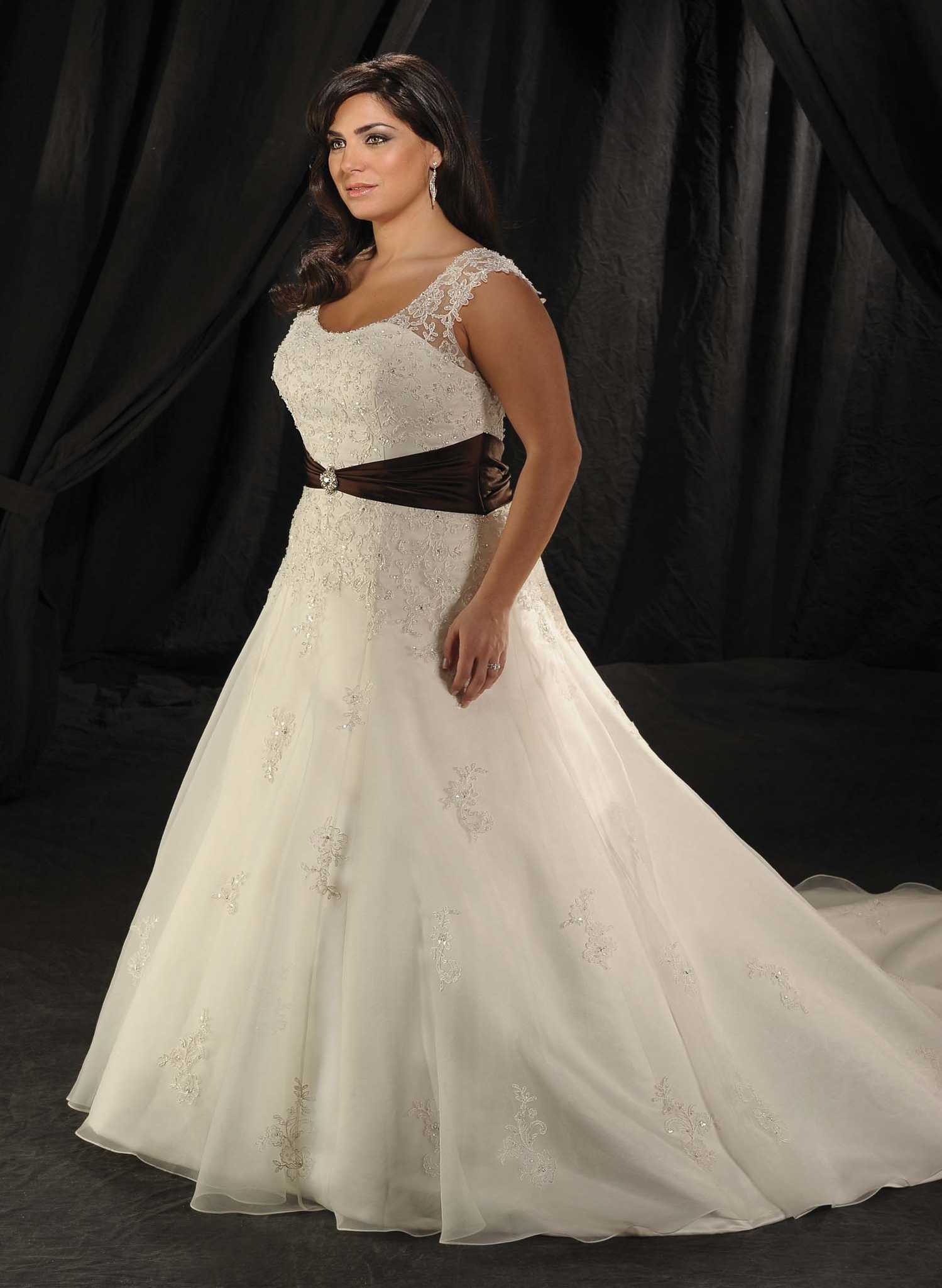The Wedding Dress Guide for Fullfigured Brides  BridetoBride