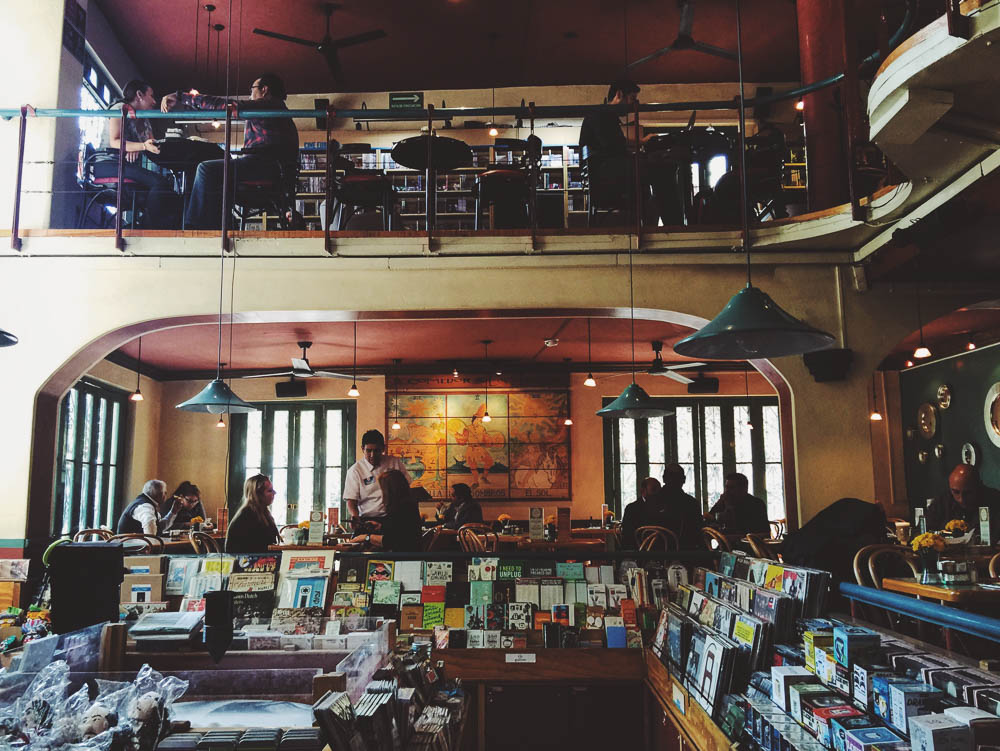 Things to do in Condesa - El Pendulo bookshop