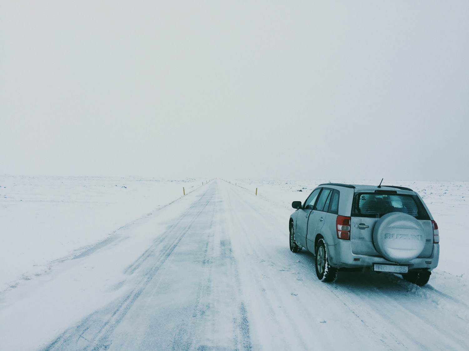 Iceland road trip itinerary - Sad cars