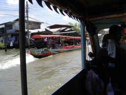 Long tail boat race