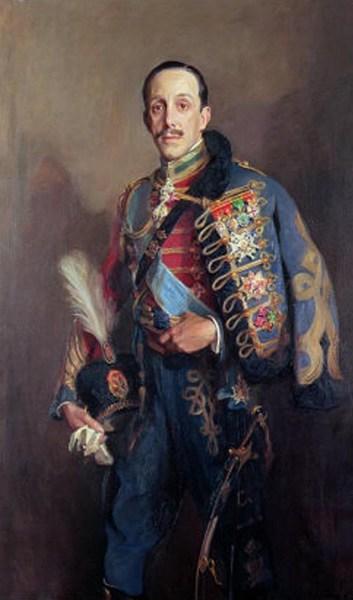Porträt von König Alfons XIII in der Uniform der Husaren (WikiCommons - Museo Nacional - Centro de Arte Reina Sofía) von 1927