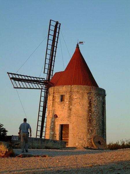 DIe Mühle von Alphonse Daudet (in der er allerdings nie gewohnt hat) - Quelle: Wikipedia [2]