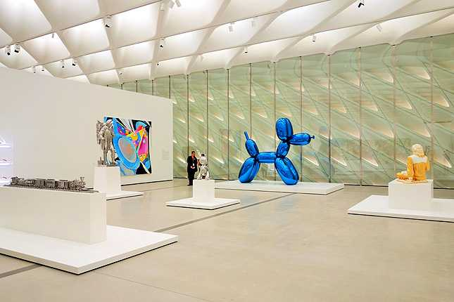 Jeff Koons' Balloon Dog (1994 - 2000) mirror-polished stainless steel