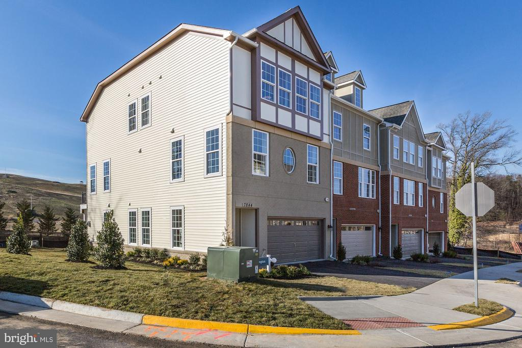 MODELS NOW OPEN 10AM-5PM! PRIVATE ELEVATOR! 55+ ACTIVE ADULT COMMUNITY! ELEGANT BRAND NEW VAN METRE TOWNHOME W/ 2 CAR GARAGE. GOURMET KIT W/ SS APPLIANCES. REAR KIT W/ FORMAL DINING RM. HW FLOOR ON MAIN LVL. CERAMIC TILE IN ALL BATHS. GRANITE COUNTERTOPS IN KIT & ALL BATHS. MASTER SUITE W/ OPT TRAY CEILING. SHOWER & TUB IN MBA . LAUNDRY ON BEDROOM LVL. OPT GAS FP IN LOWER LVL. PICS OF MODEL, FLR PLANS & OPT WILL VARY.