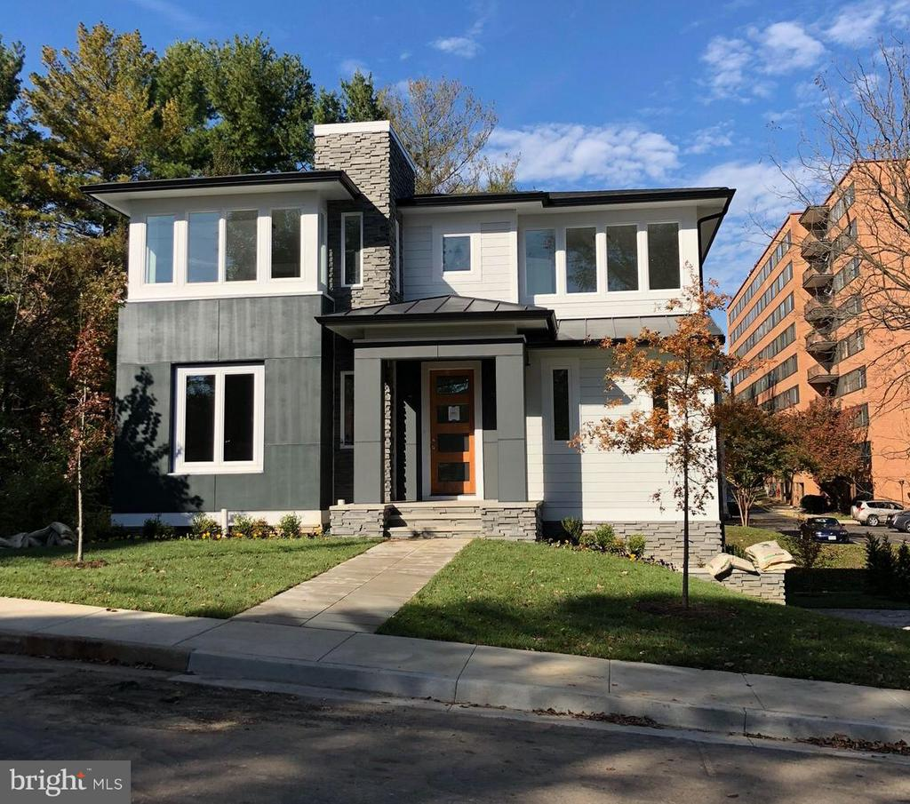 Modern contemporary living. Amazing outdoor living space with gas fireplace.  Basement setup for separate apartment. Great time to buy with Amazon HQ2 likely moving to Arlington. Excellent location.  Near shops and mins tOoDC