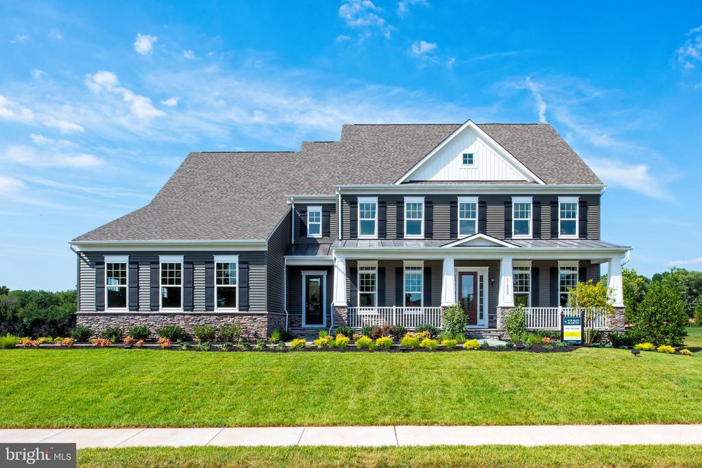 Fairfax County's Premier New Home Community, Summerhouse Landing offers exquisite Estate Homes minutes from I-66, Fairfax County Parkway, Route 7, The Tysons Corner and Reston Metro's, Reston Town Center and Tyson's Corner!