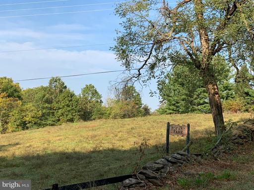 Property for sale at 33027 Sunken Ln, Upperville,  Virginia 20184