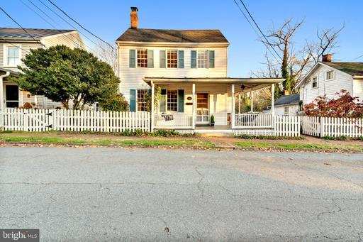 Property for sale at 222 Wirt St Nw, Leesburg,  Virginia 20176