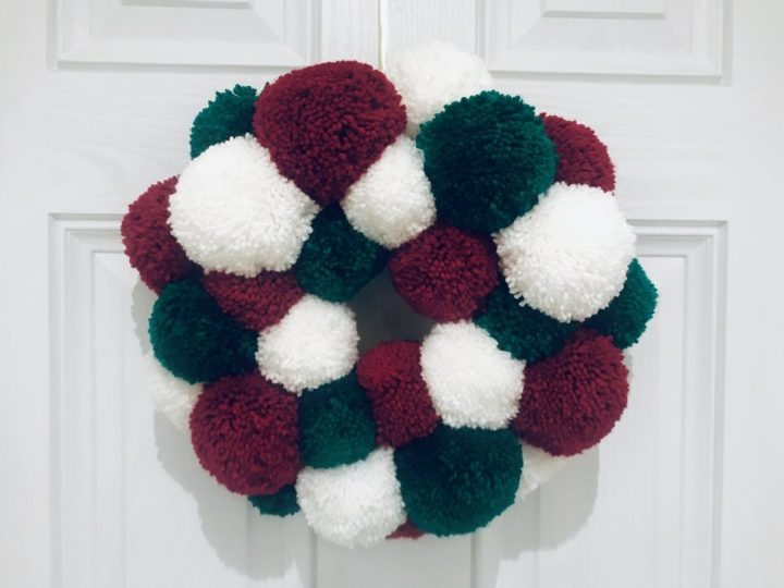 How to make a pom pom Christmas wreath