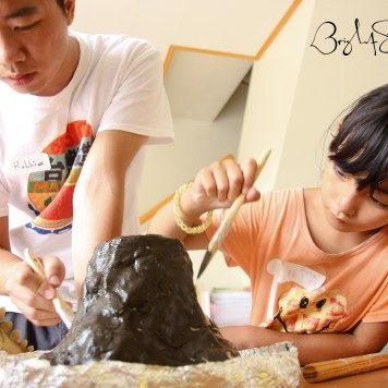 Creating and painting volcanoes in our Mad Scientist class! Photo courtesy 蘇嘉琦