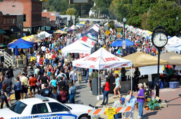 Crowds at Taste of Acworth