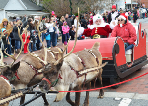 Santa arrives in a sleigh pulled by reindeer (pretty traditional)