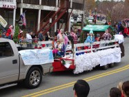 Best Overall Float #35: Hillcrest Baptist Church - A Cozy Country Christmas.