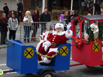 Kennesaw Christmas Parade 2019 Kennesaw's Santa Parade Winners and more! |