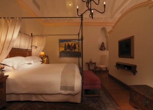 Palacio Nazarenas bedroom