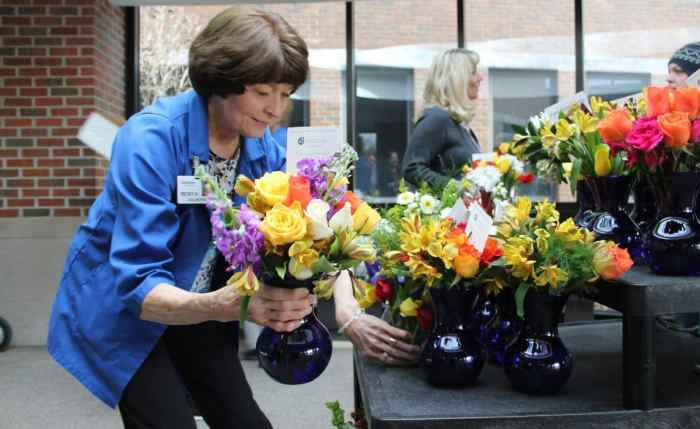 Donation of flowers for corporate social responsibility on incentive travel program
