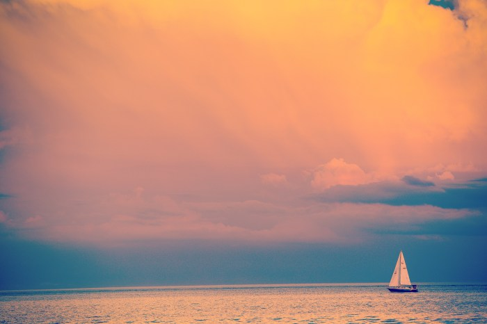 PHOTO OF A YATCH AT Lake Ontario DURING SUNSET CLICKED BY BRIJESH KAPOOR PHOTOGRAPHY