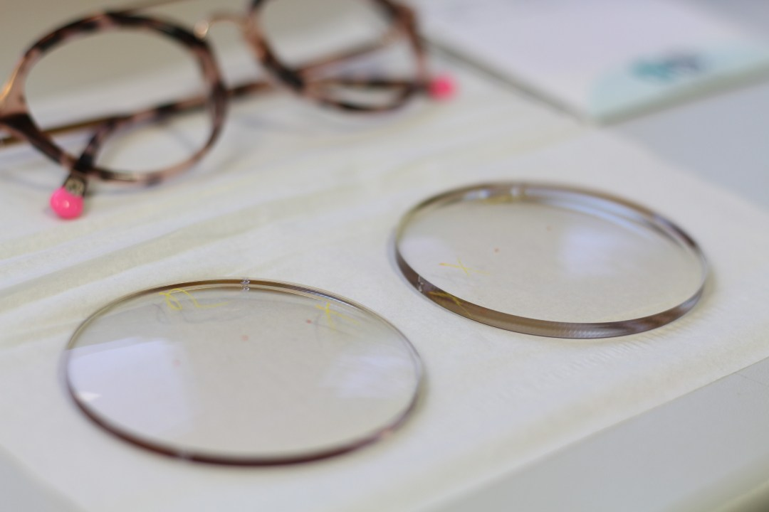 Hinter den Kulissen: Wie kommt eigentlich das Glas in die Brille ...
