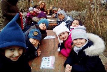 enfants en visite dans le jardin d'Amaranthes