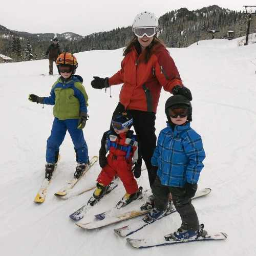 mom and kids skiing