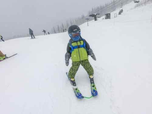 toddler skiing