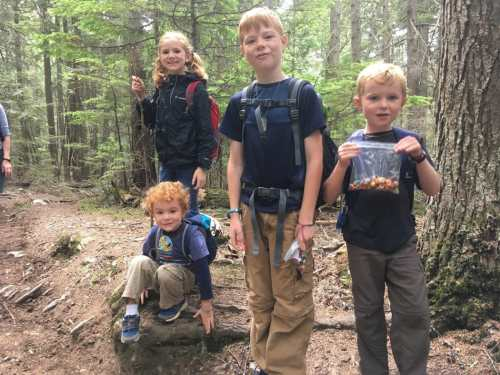 hiking with kids snacks