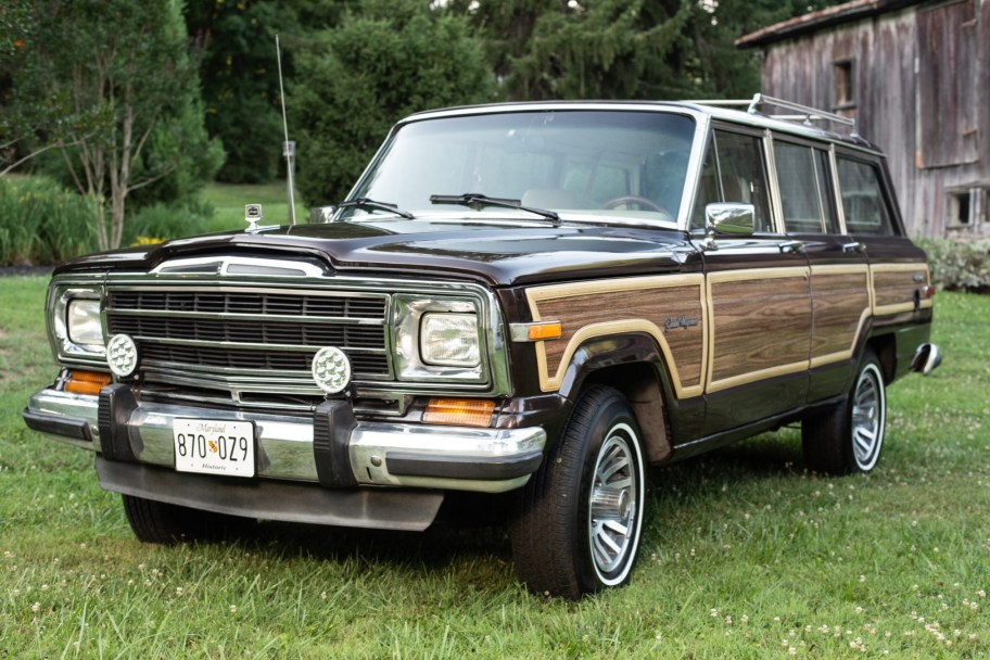 No Reserve: 1989 Jeep Grand Wagoneer