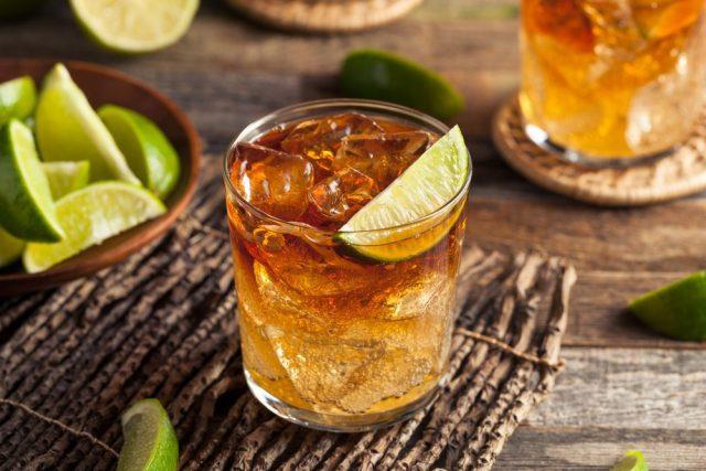 Dark 'N' Stormy Rum & Ginger Cocktail