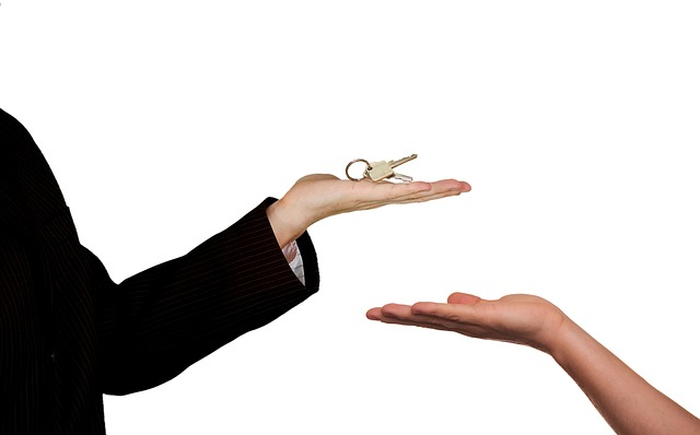 How Often Should Your Real Estate Agent Contact You