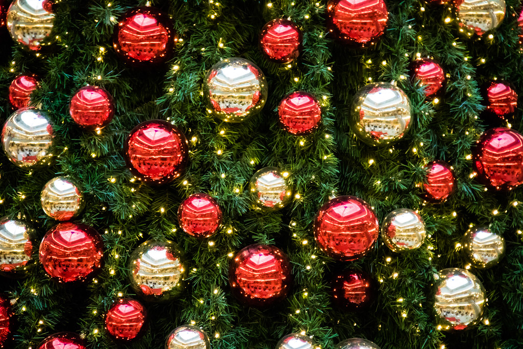 Choosing Christmas Decorations And Lights For The Holidays Brinkmann S Hardware