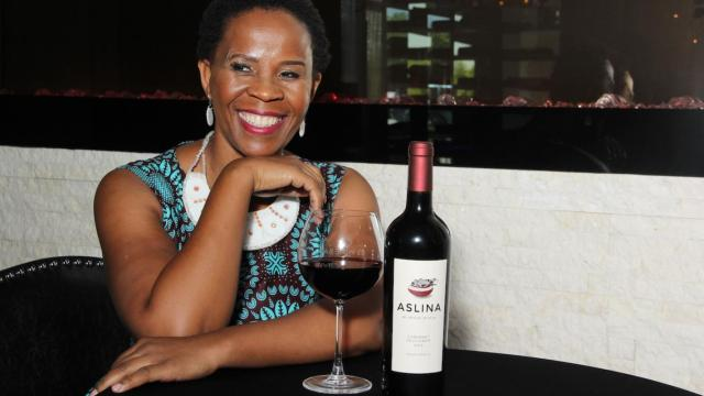 Pioneer female Black winemaker Ntsiki Biyela, winemaker and director of Aslina Wines, tells a tale so heartening that we include her entire biography at the end of this personal account, as well as a comment from her Japanese importer. (See here for encouraging news of successful sommelier training for the previously disadvantaged in South Africa.)