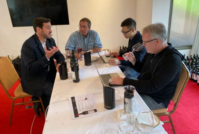 Zekun Shuai, associate editor, and James Suckling taste with the team from Terrazas de los Andes in Argentina. Drinkability is standard in simple wines, but in complex wines it adds another level of quality.