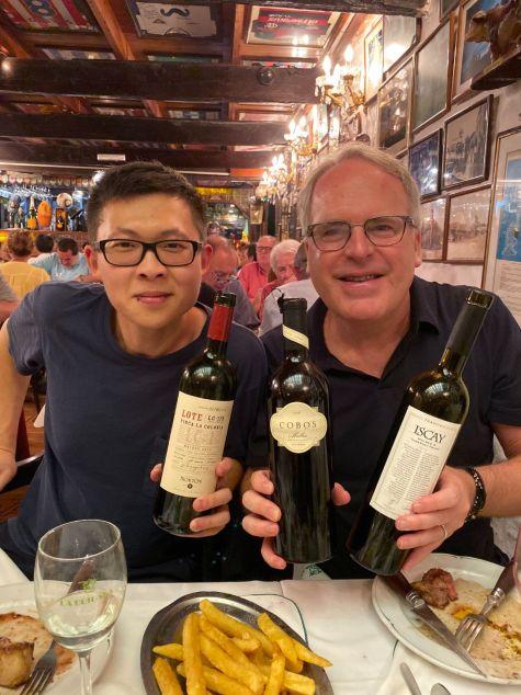 Associate editor Zekun Shuai and James Suckling enjoy a tasting trip to Argentina in 2020.