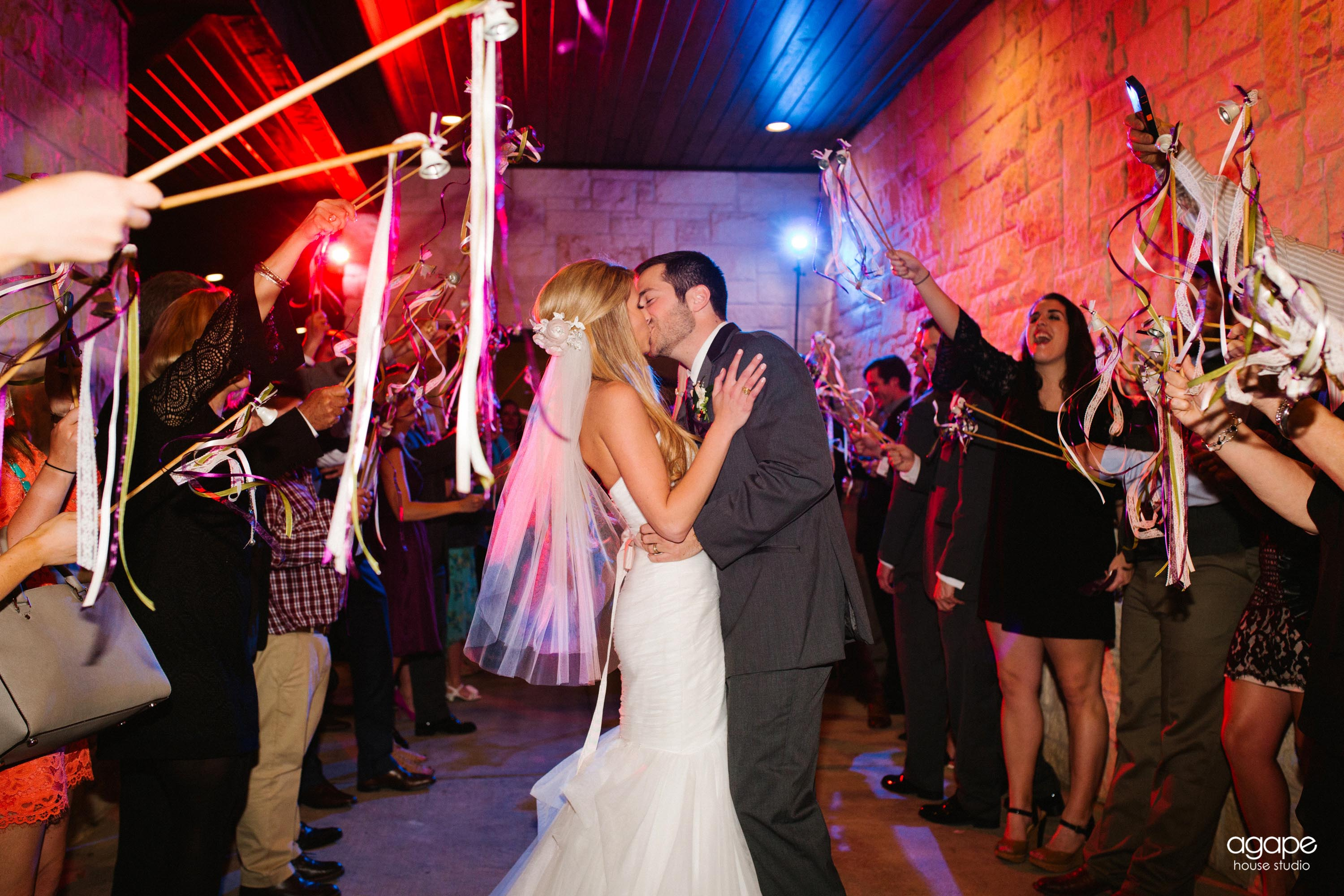 photos-of-wedding-departures-at-briscoe-manor-016