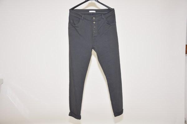 Pantaloni over a 5 tasche e apertura a 4 bottoni