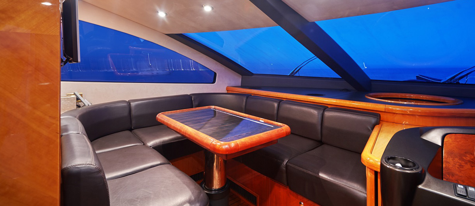 Sunseeker 94 Yacht - Pearl of London - Bridge