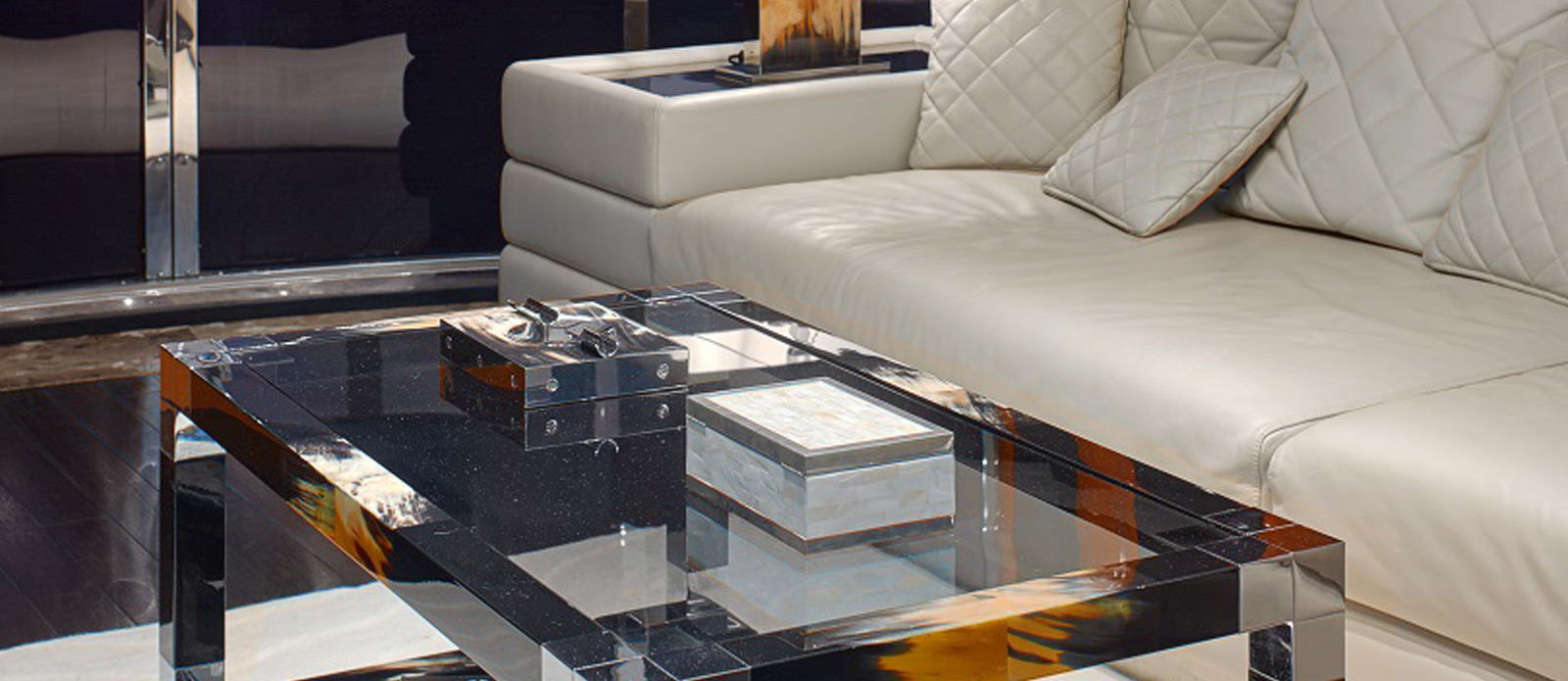 Sunseeker 94 Yacht - Pearl of London - Coffee Table