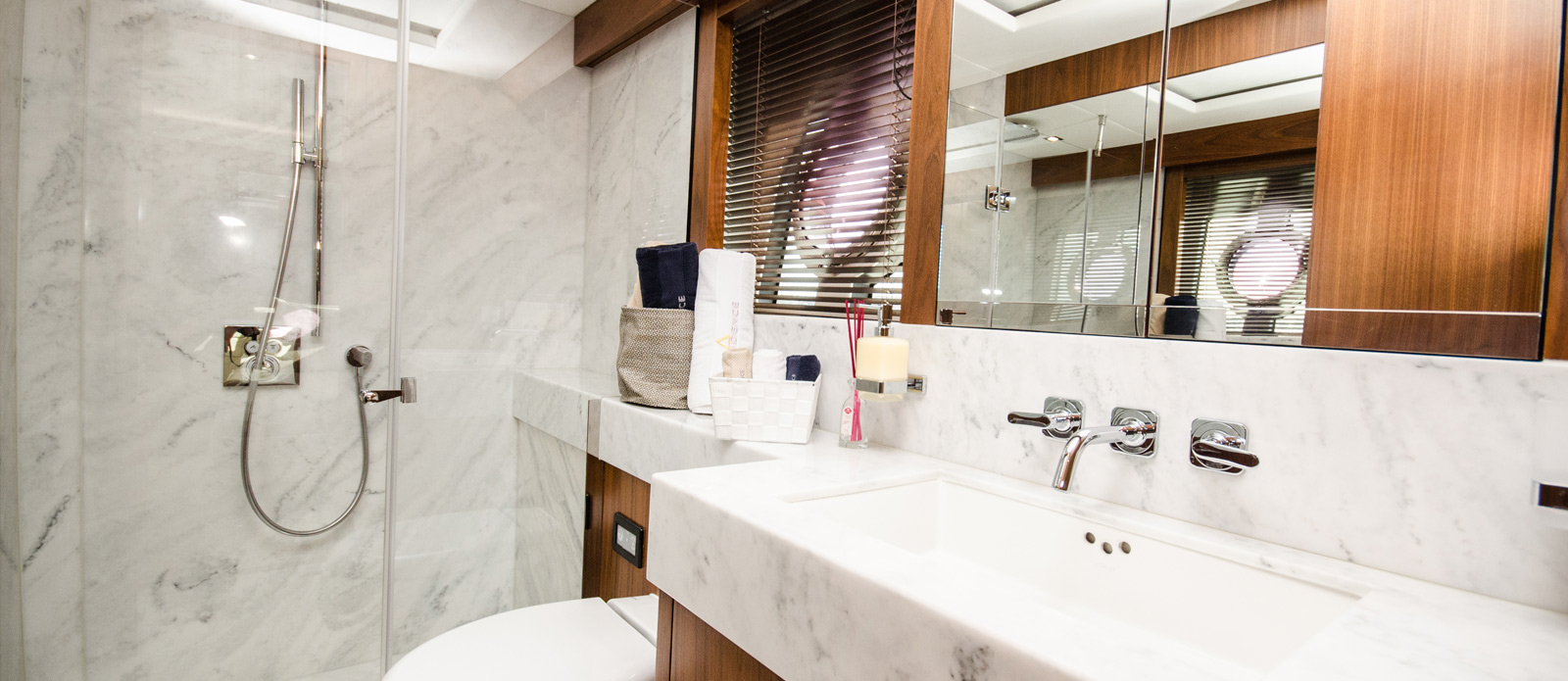 Sunseeker 86 Yacht - Bathroom