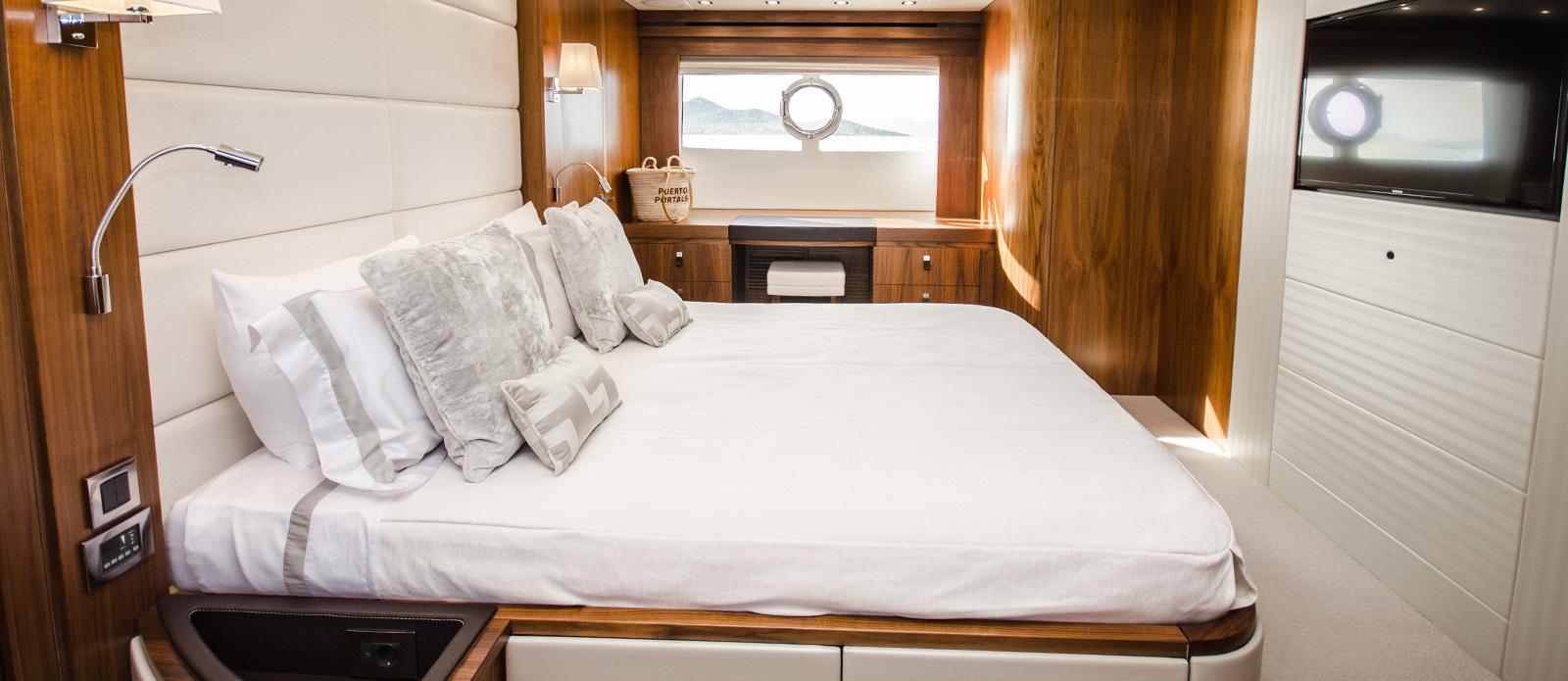 Sunseeker 86 Yacht - Master-Cabin