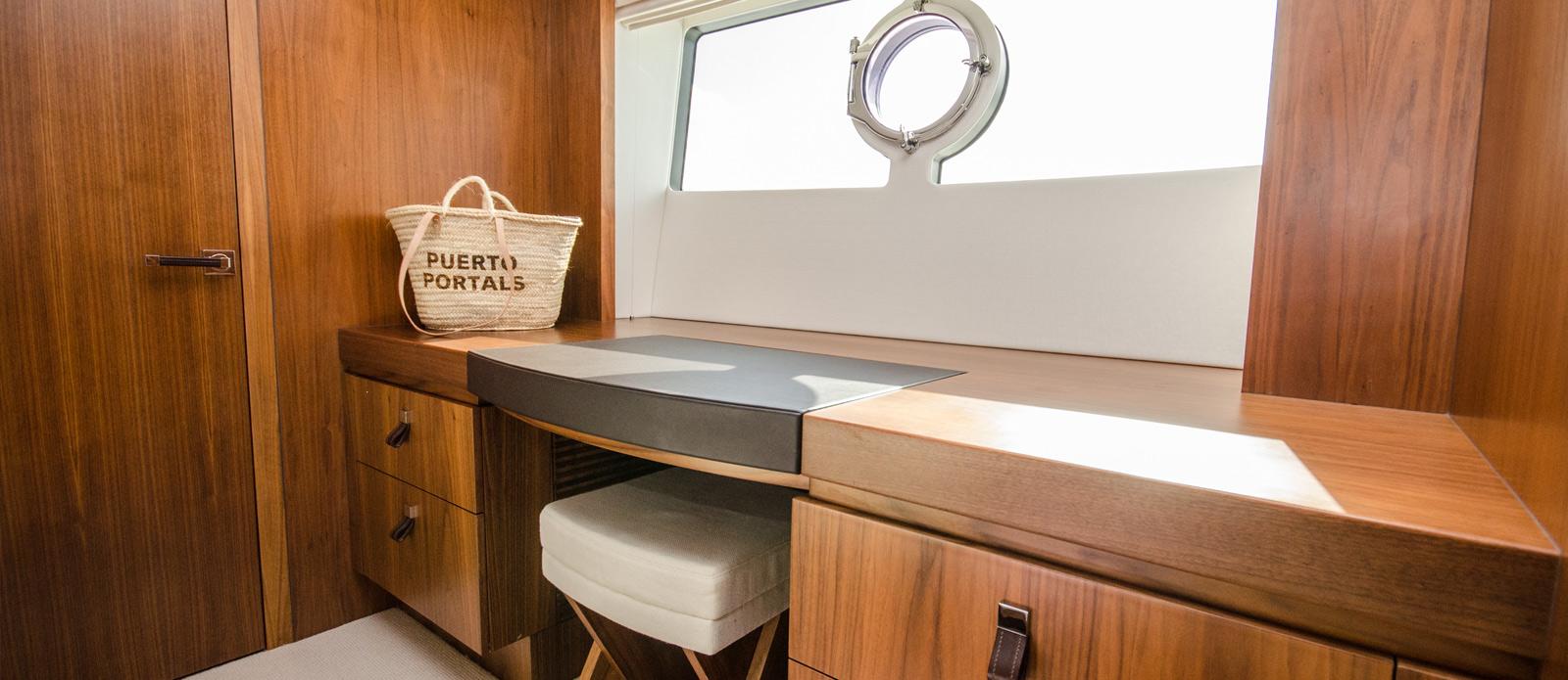 Sunseeker 86 Yacht - Master-Vanity